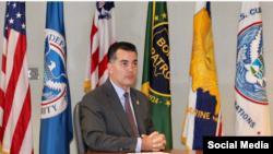 Robert E. Perez, Comisionado Adjunto de CBP