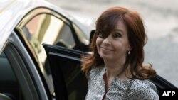 Cristina Fernández de Kirchner sale de una corte federal en Buenos aires, en febrero pasado.