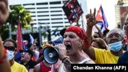 Gritos por la libertad de Cuba, Nicaragua y Venezuela el 31 de julio en Miami. (Chandan Khanna/AFP).