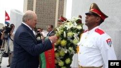 Lukashenko pone flores al Monumento de José Martí