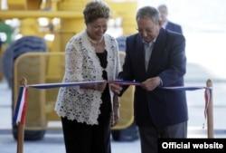 Inaugurando Mariel: Raúl Castro ofrece condiciones muy generosas asus enemigos ideológicos capitalistas en la nueva la Zona Especial de Desarrollo.