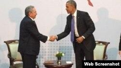 Barack Obama y Raúl Castro.
