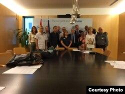 Opositores cubanos visitan el Congreso de España