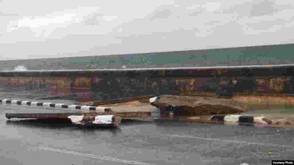 Escombros dejados tras las inundaciones. (Foto de Manuel Guerra/ Cubanet)