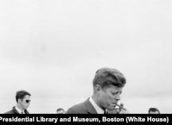 Kennedy fumaba puros cubanos.