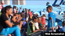 Estadio en La Habana. Imágenes tomadas por aficionados