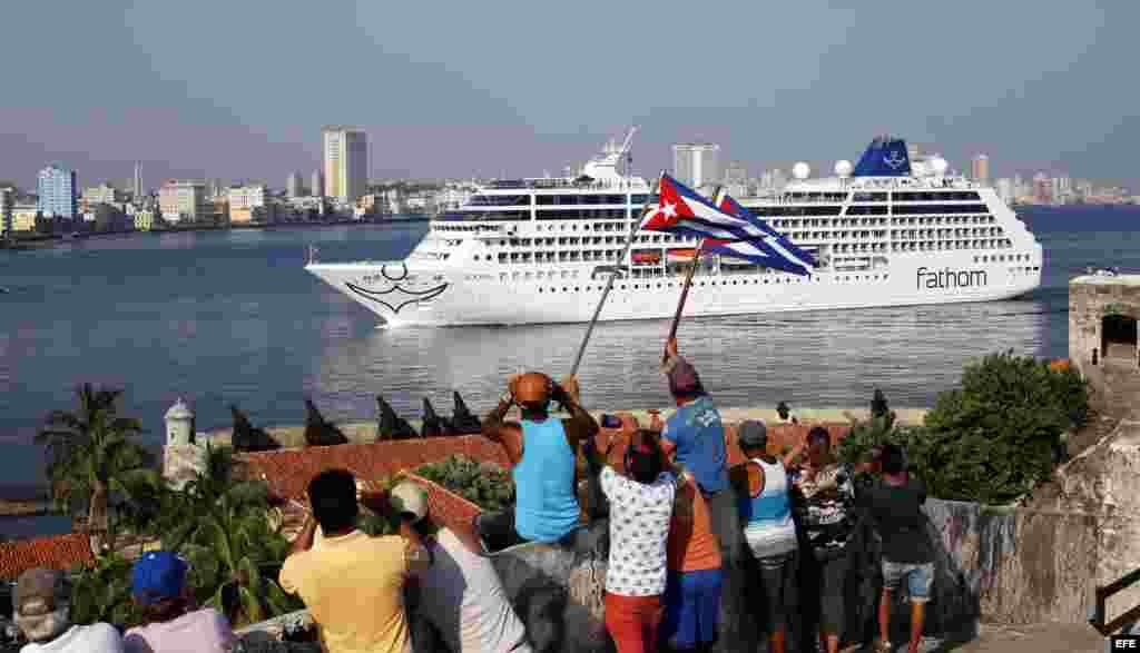 El crucero Adonia en la rada habanera el 2 de mayo del 2016.