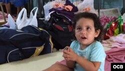 Escuela acoge a migrantes cubanos varados en Costa Rica