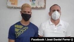 José Daniel Ferrer, prisionero político y líder de la UNPACU, recibe en la prisión santiaguera de Mar Verde una visita de su hijo Danielito el 8 de octubre de 2021.