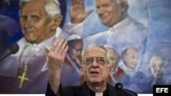 Archivo - El portavoz del Vaticano, el jesuita Federico Lombardi, en Ciudad del Vaticano.