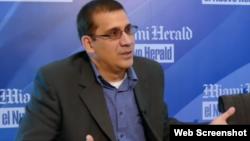 Antonio Rodiles durante entrevista del diario Nuevo Herald