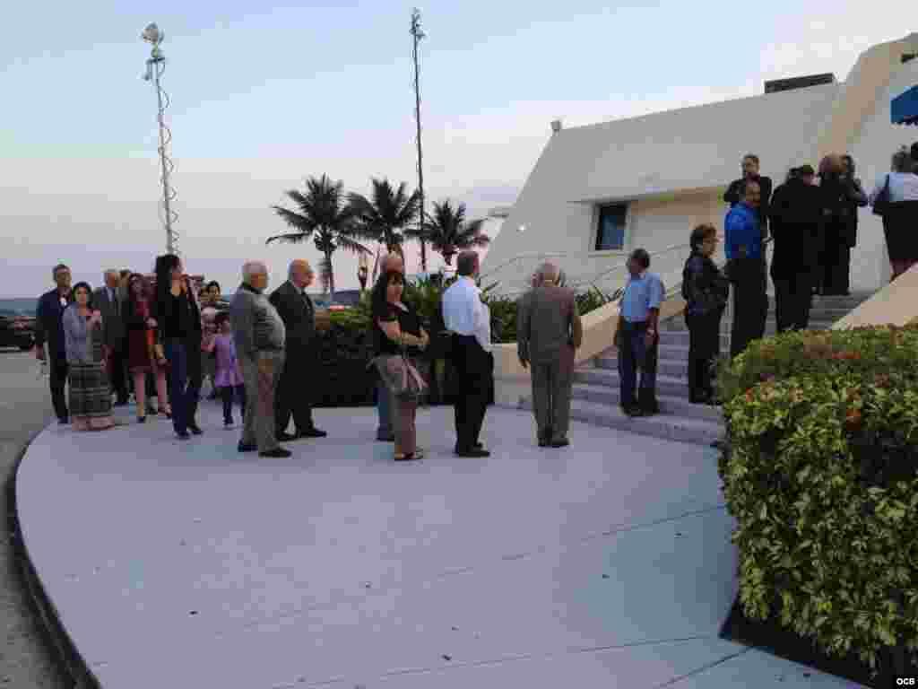 Fieles y amigos se dan cita en la Ermita de la Caridad para dar el último adiós al Padre Román Foto/ Álvaro Alba