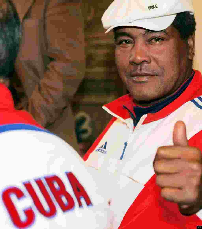 El tres veces campeón olímpico, el boxeador cubano Teófilo Stevenson, respaldado por Adidas en Italia, el martes 21 de marzo.