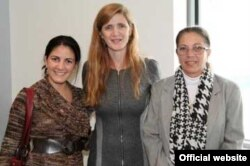 En esta foto publicada en la cuenta de Twitter de Samantha Power, la embajadora de EEUU ante la ONU, posa junto a Rosa María Payá y Ofelia Acevedo.