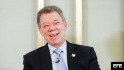 El presidente colombiano, Juan Manuel Santos, sonríe durante una rueda de prensa convocada en la sede del Instituto Nobel en Oslo, Noruega, hoy, 9 de diciembre de 2016.