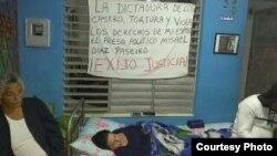 Arianna López Roque, en huelga de hambre en su vivienda de Placetas, este 17 de enero. (Facebook/Alexeis Mora)
