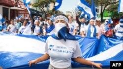 Nicaragüenses protestan en Costa Rica contra el presidente Daniel Ortega.