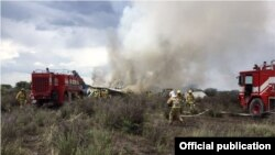 Rescatistas trabajan en la escena del accidente. (Protección Civil de Durango)