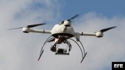 Dron civil exhibido en la Feria Europea UAV en Bordeaux-Merignac (Francia) en septiembre de 2014.