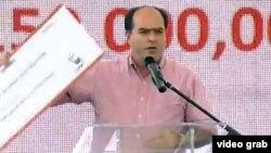 """""""Que nos devuelvan el dinero"""", exige este venezolano a Fidel y Raúl Castro."""