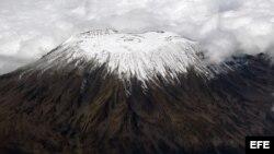 Escalan el Kilimanjaro, África, a beneficio de hijos de disidentes cubanos