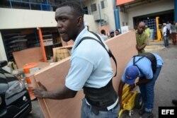 Jamaica refuerza los preparativos ante el paso del huracán Matthew