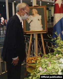 Leal en los funerales de Rosita Fornés.