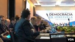 La Conferencia Internacional por la Democracia en Venezuela en plena sesión el martes (Foto: VOA).