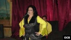 1800 Online con la poetisa cubana Olga Navarro.