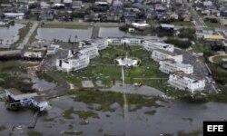 Captura de vídeo que muestra los daños registrados en edificios residenciales de áreas inundadas tras el huracán Harvey en Houston.