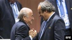 De izquierda a derecha, Blatter y Platini.