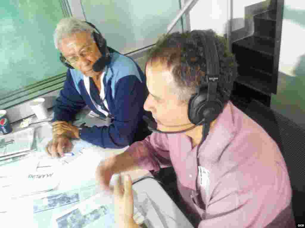 El Guajiro Peña junto al Director de los Martí, Carlos García. Foto/ Hector Carrillo