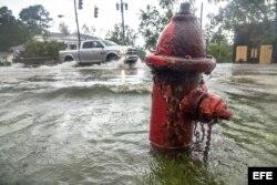 Florence dejó calles inundadas a su paso por las Carolinas.