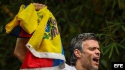 FOTOGALERIA. Leopoldo López saluda a sus seguidores