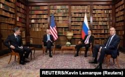 Cumbre en Ginebra, de izq. a der. Antony Blinken, Presidente Joe Biden, Vladimir Putin presidente ruso y Sergei Lavrov. Foto: REUTERS/Kevin Lamarque.