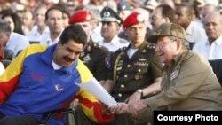 Aliados socialistas, el mandatario Nicolás Maduro de Venezuela y el general Raúl Castro de Cuba.