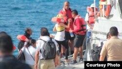 Balseros cubanos rescatados por crucero vía México.