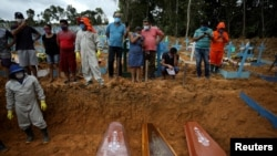 Un entierro en Manaos, Brasil en mayo 26, 2020. REUTERS/Bruno Kelly