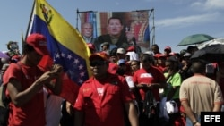 Simpatizantes del presidente venezolano, Hugo Chávez, asisten a su funeral en la Academia Militar de Caracas (Venezuela).