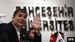 Critican a Rafael Correa por atentar contra la libertad de expresión
