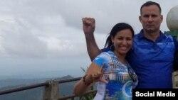 Nelva Ismarays junto a su pareja, el líder opositor José Daniel Ferrer. Tomado de Facebook.