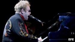 Archivo - Concierto del cantante británico Elton John en Hong Kong, China.