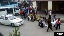 Fuerzas represivas detienes a Damas de Blanco en domingo 141 de #Todos Marchamos. (Foto: Angel Moya)