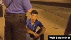 Un hombre identificado como Yunier García Duarte llegó al aeropuerto de Miami en la panza de un avión de pasajeros el 15 de agosto de 2019. (Facebook).