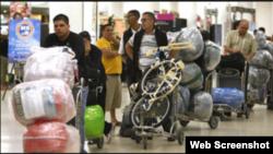 Archivo: Llegada de Cubanos a la isla antes de nueva resolución aduanal.