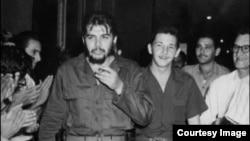Ernesto Guevara y Raúl Castro