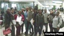 Estudiantes de medicina sudafricanos antes de viajar a Cuba