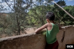 Muchos de los niños que residen en Macondo han nacido y crecido en este lugar. (Foto: Dan Gabriel)