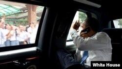 Obama lleva a La Habana su auto presidencial, La Bestia.