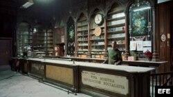 """""""Farmacia de La Habana"""", una de las obras del fotógrafo canadiense Robert Polidori."""